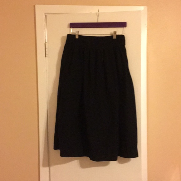 4418093cb0 GAP Black Midi Circle Skirt With Pockets. M_5b17390a45c8b31112be7e8e